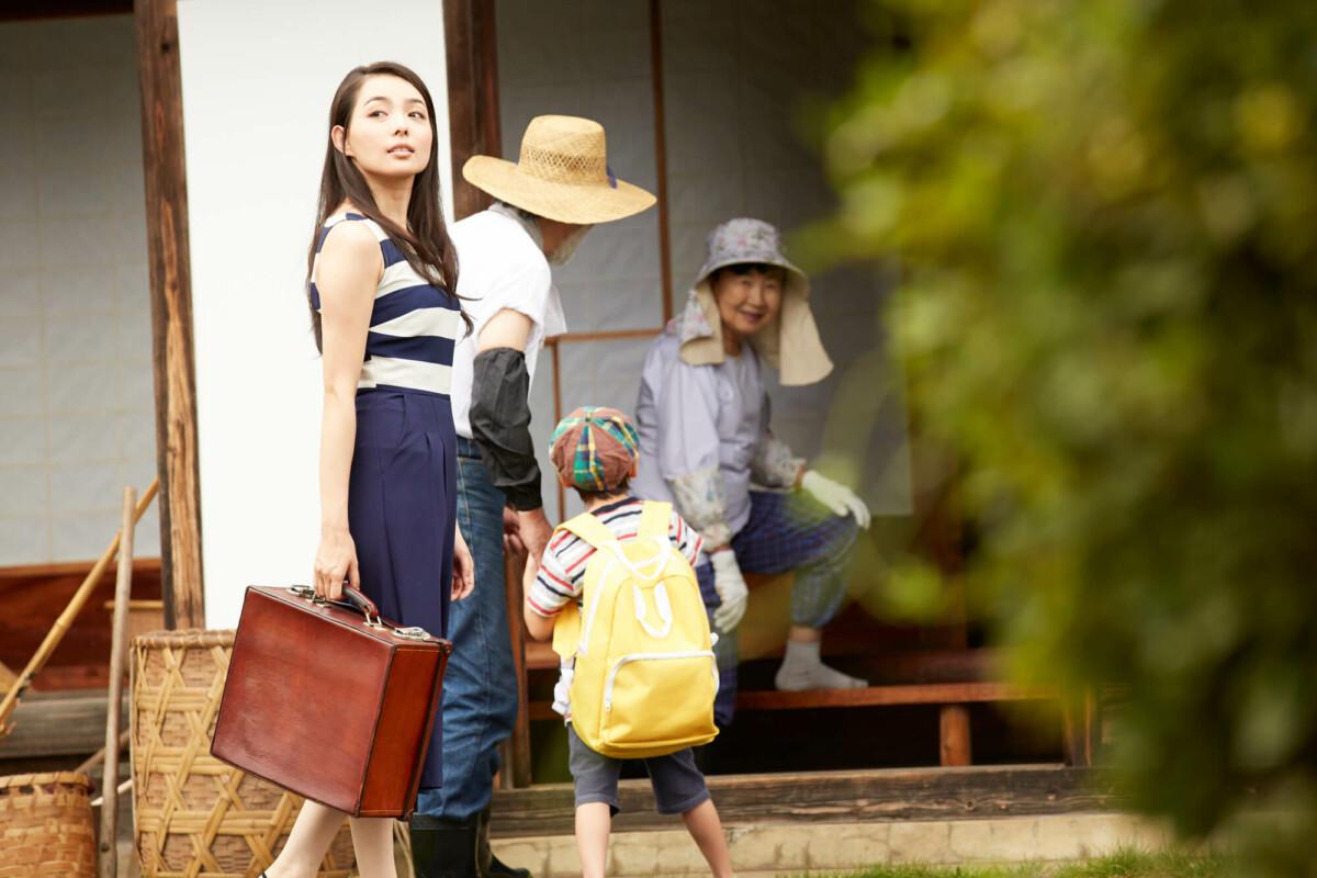 実家がゴミ屋敷化…家族に起こりうる悪影響と具体的な対策を紹介