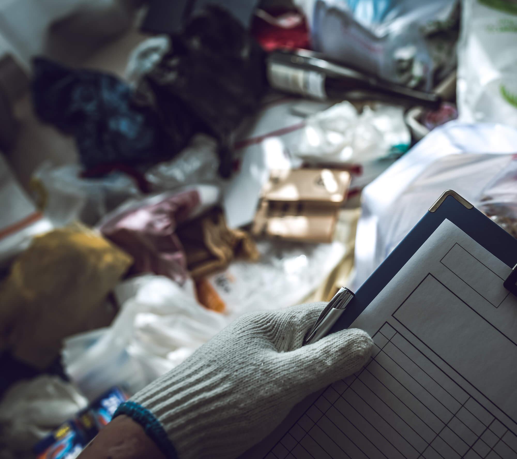 ゴミ屋敷の掃除は代行業者への依頼も検討しよう