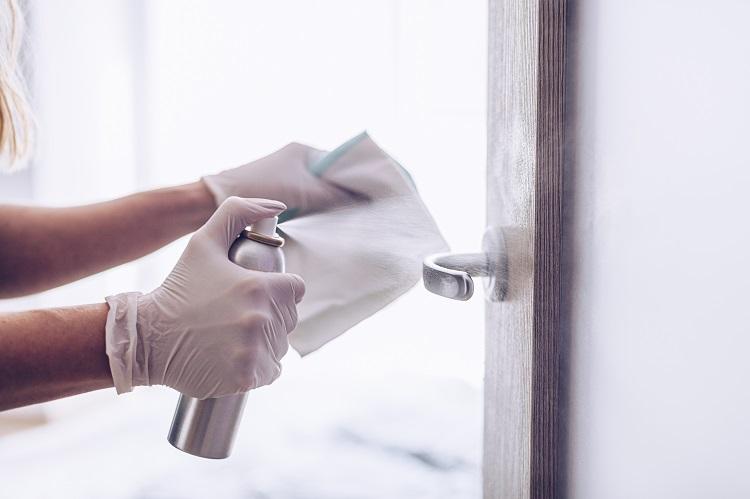 アルコール除菌による室内の清掃